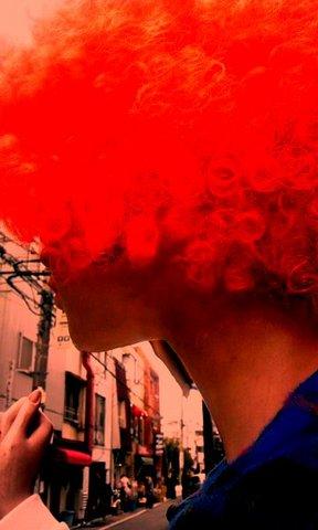 写真・赤いアフロヘア.jpg